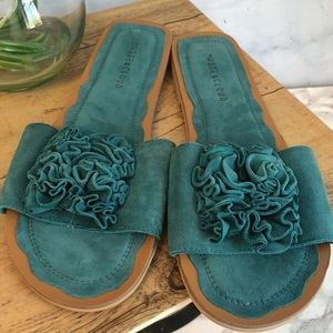 🆕 Musse & Cloud Turquoise Suede Flower Slides 10